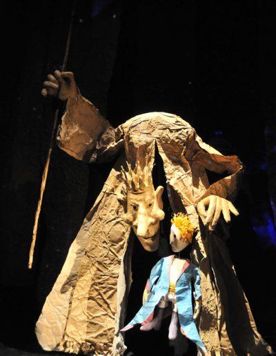 "A. de Sent Egziperi ""Mali princ"", Pozorište lutaka Niš, 2008, režija i scenografija-Zoran Lozančić, lutke-Erika Kanjo Janovič"