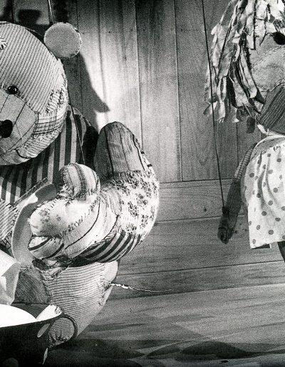 """F. Puntar """"Ljuljaška"""", Malo Pozorište """"Duško Radović"""", Beograd, 1978, režija-Edi Majaron, kreacija lutaka, kostimi i scenografija-Milena Jeftić Ničeva Kostić"""