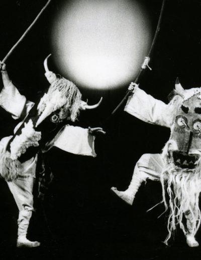 """S. Stanković """"Mitovi Balkana"""", LS NP Toša Jovanović, Zrenjanin, 1991, režija i scenografija-Srboljub Stanković, lutke, kostimi i scenografija-Milena Jeftić Ničeva Kostić"""