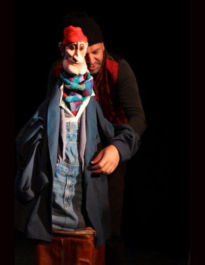 "2. I. Bojović ""Kraljevsko novo odelo"", režija-Jaroslav Antonijuk , kreacija lutaka i scenografija- Eva Farkašova, Pozorište lutaka ""Pinokio"", Beograd, 2012."